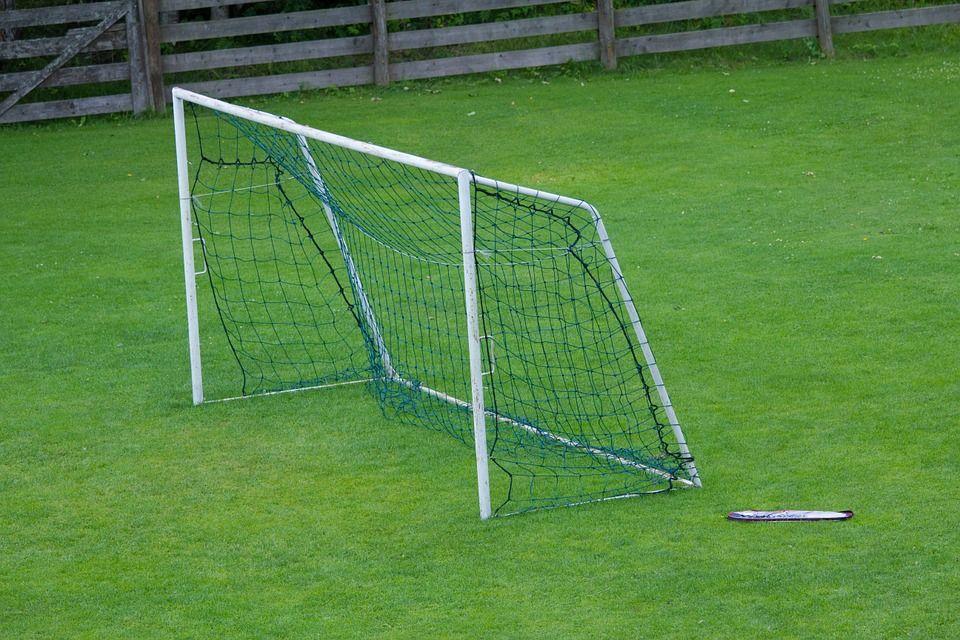 Mini but de foot pour enfant l'achat idéal pour son jardin 1