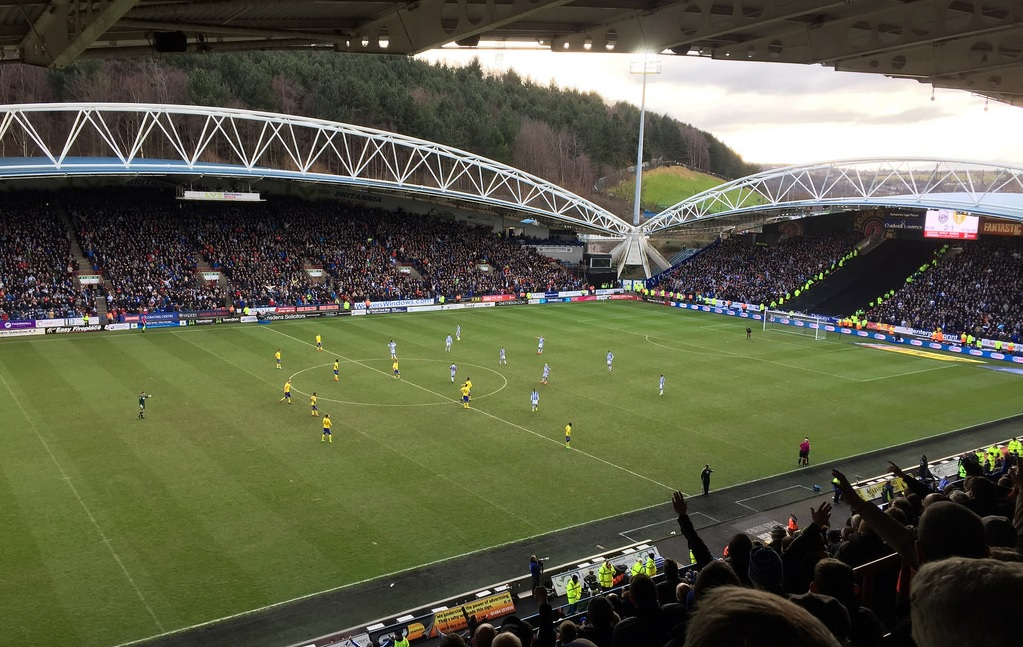 Huddersfield rencontres Hook up offre Nissim Télécharger